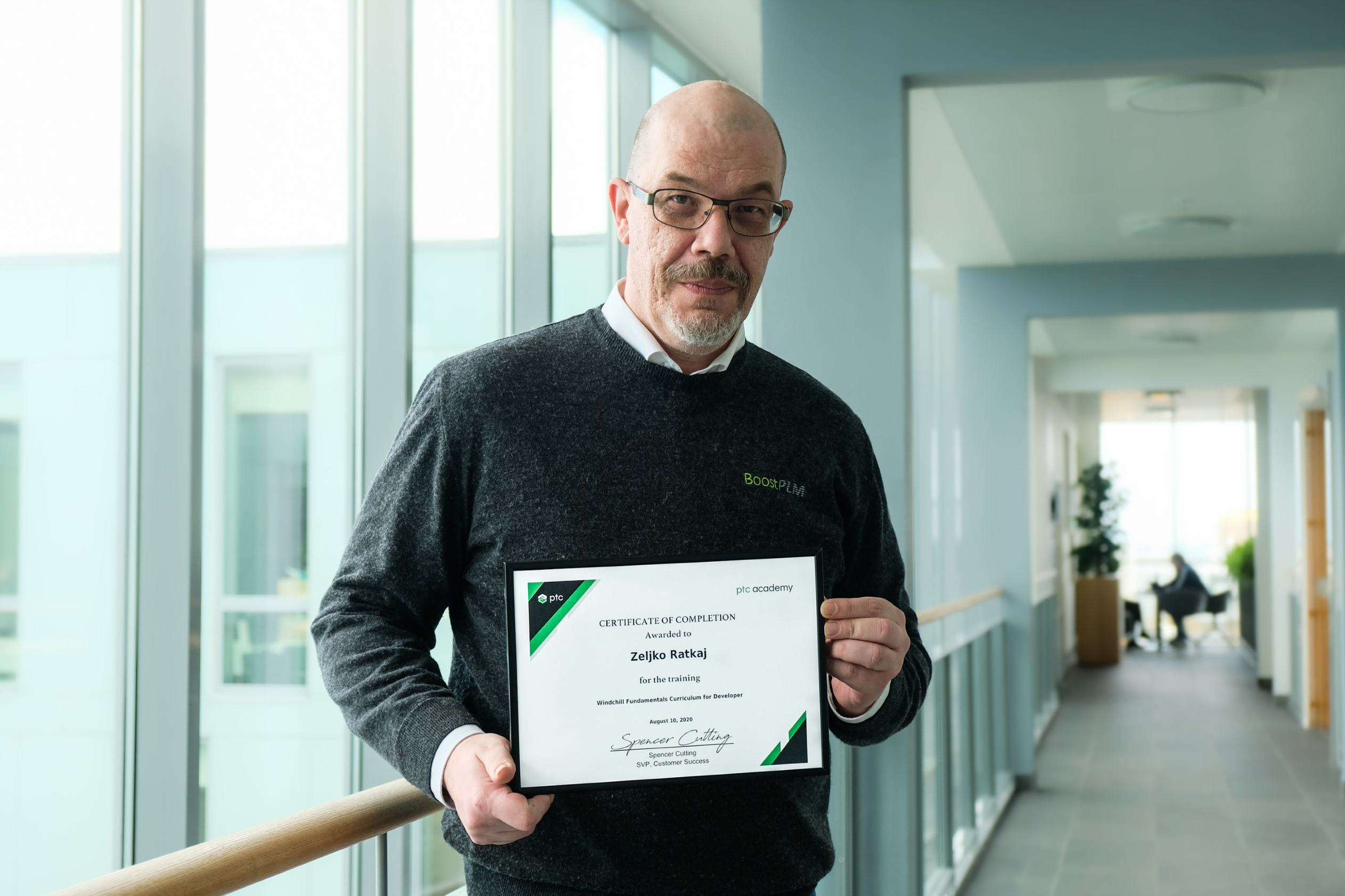 Zeljko with certificate